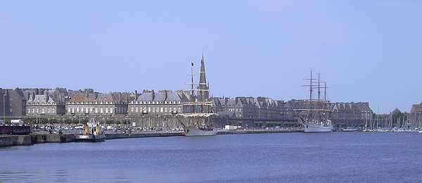 bassin, grands voiliers et maisons d'armateurs à Saint-Malo