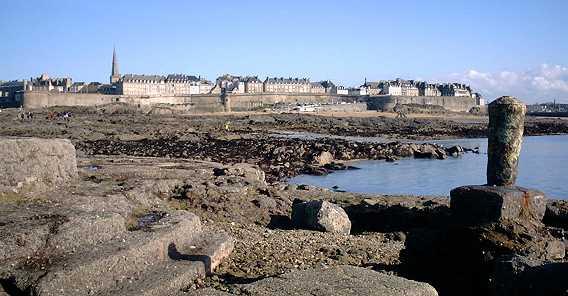 Saint-Malo depuis l'avant-port